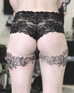 tatuaggio sotto chiappa