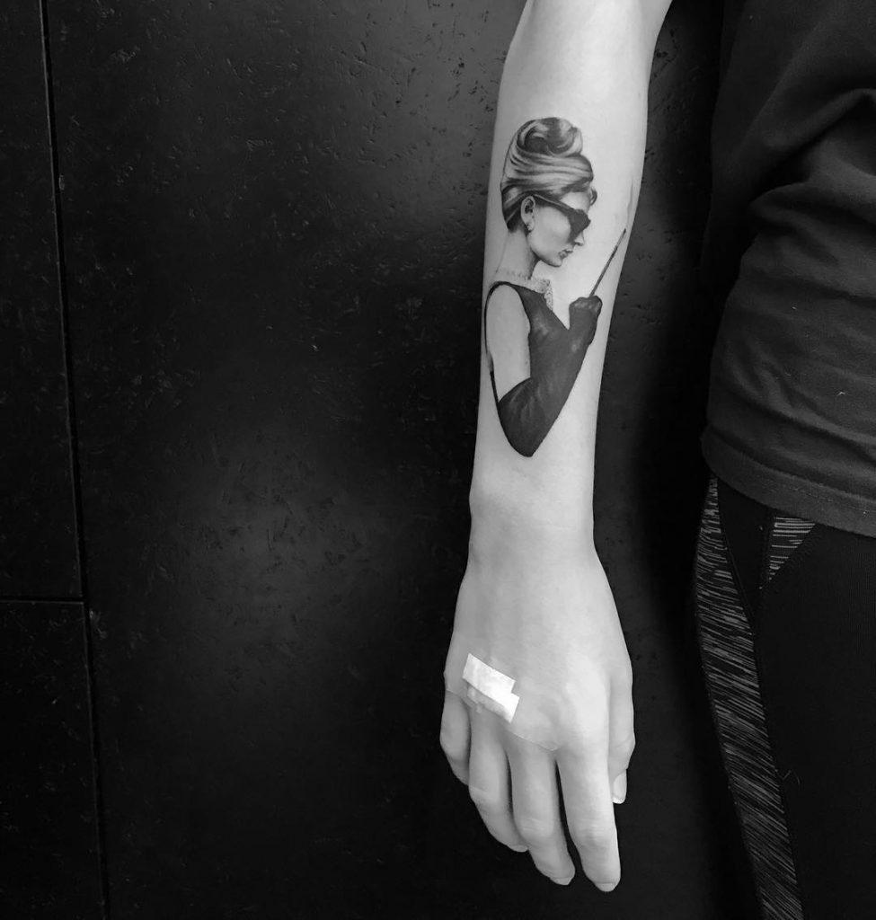 idee-tatuaggi-Audrey-Hepburn-by-@lani.tattoo