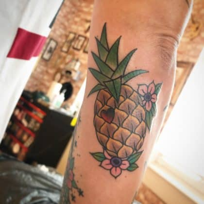 tatuaggio ananas fiori by @nicidiemnd