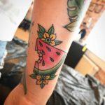 tatuaggio anguria fiori by @nicidiemnd