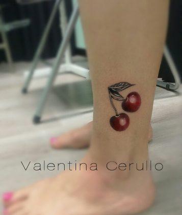 tatuaggio caviglia ciliegie by @valentinacerullo