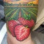 tatuaggio fragole by @justinsanetattoos65