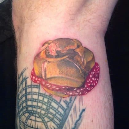 tatuaggio panino salame by @oldanidaniele