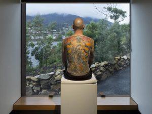 La schiena tatuata