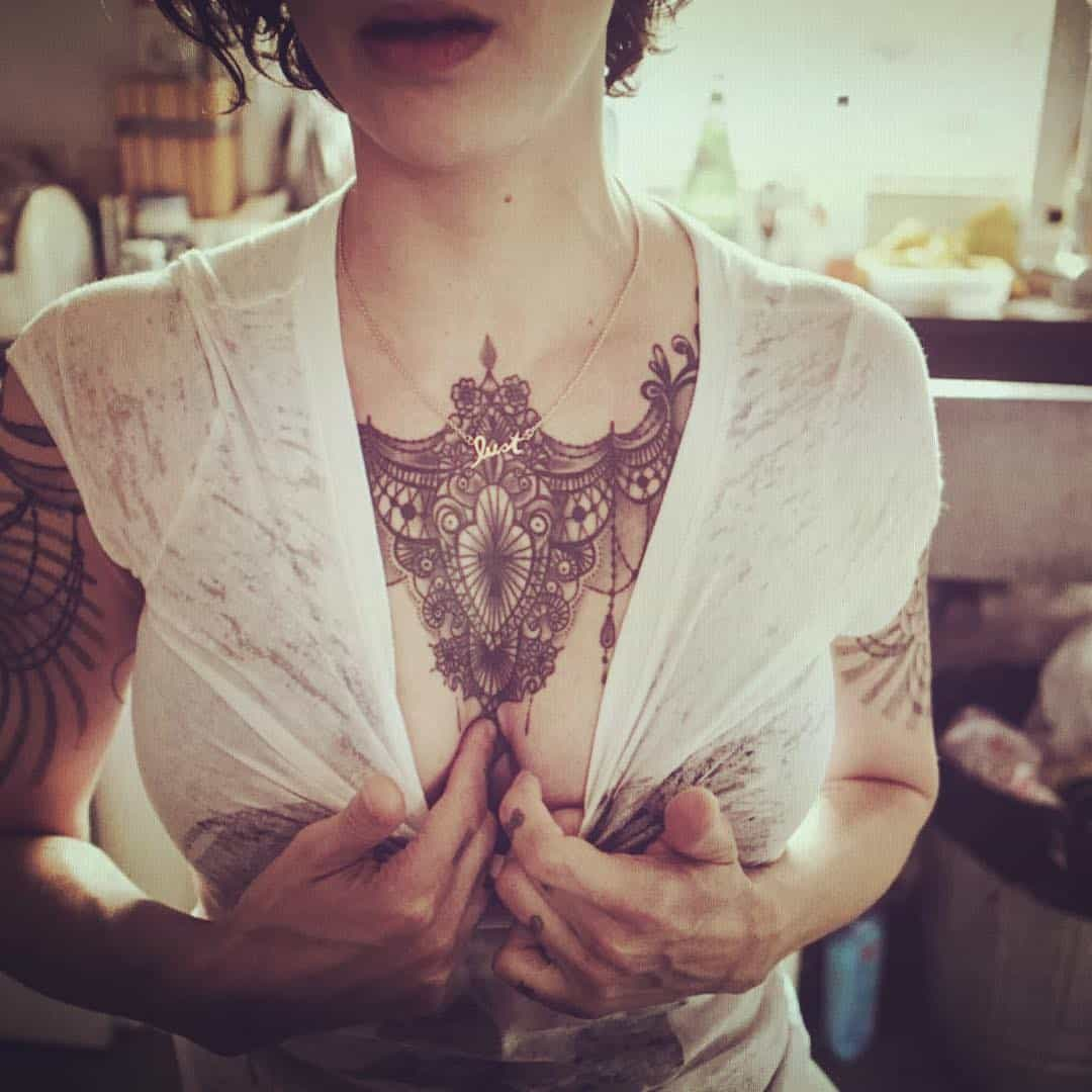 tattoo collana photocredit @asiaargento