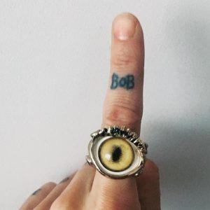 tatuaggio dito photocredit @asiaargento